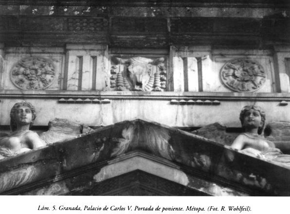 Lám. 5, Granada, Palacio de Carlos V: Portada de poniente, métopa