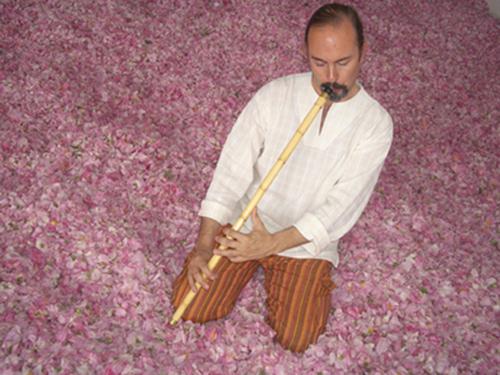Ignacio Béjar tocando el ney