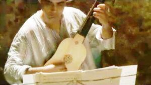 Manuel tocando la vihuela