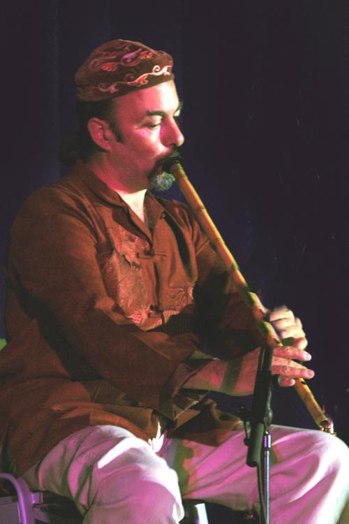Ignacio Bejar tocando el ney